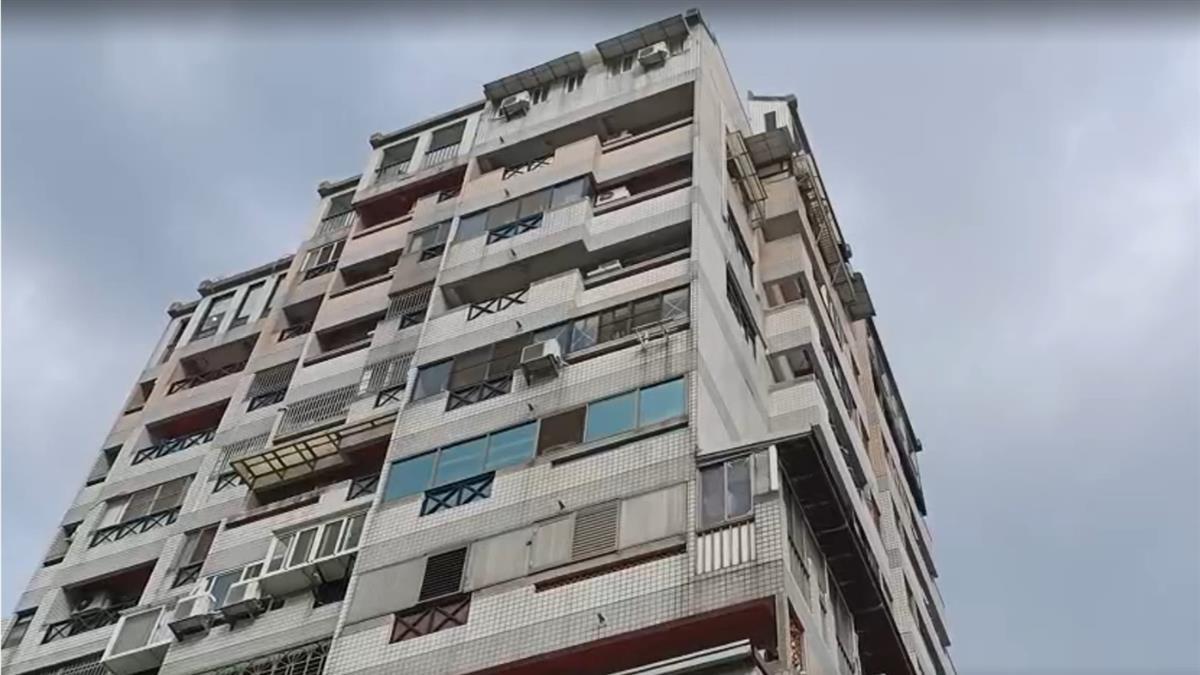 快訊/台中北屯驚傳大樓火警!2大2小受困 消防搶救中