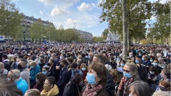 不向極端主義低頭!法萬人集會紀念遭斬首教師