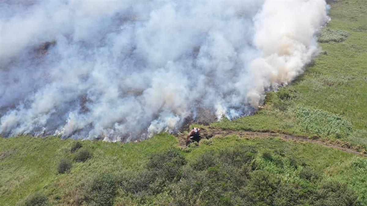 濁水溪河床大火燒逾20小時 麥寮空氣品質紅害