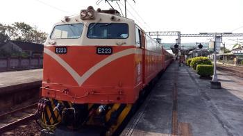 快訊/台鐵發生死傷事故!路人突闖鐵軌 3車站延誤