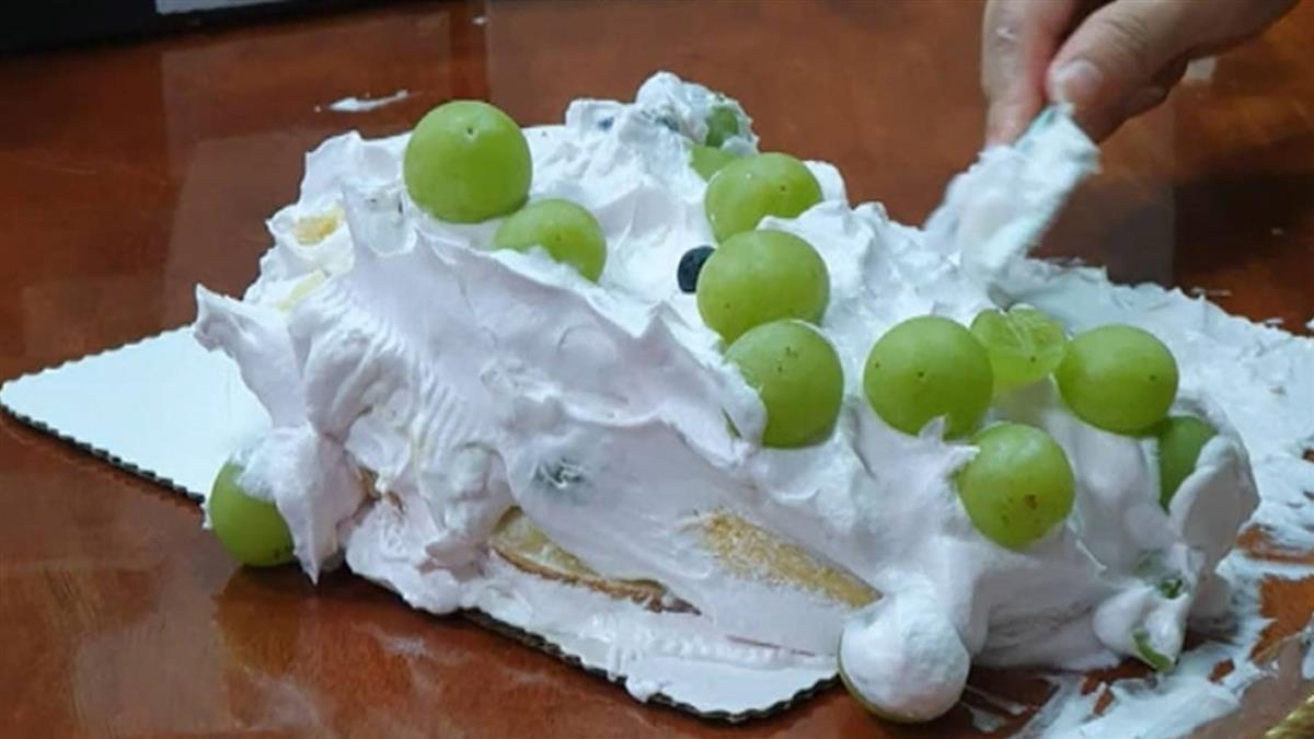 獨/1400元蛋糕出水「硬到像粿」 投訴卻反遭肉搜
