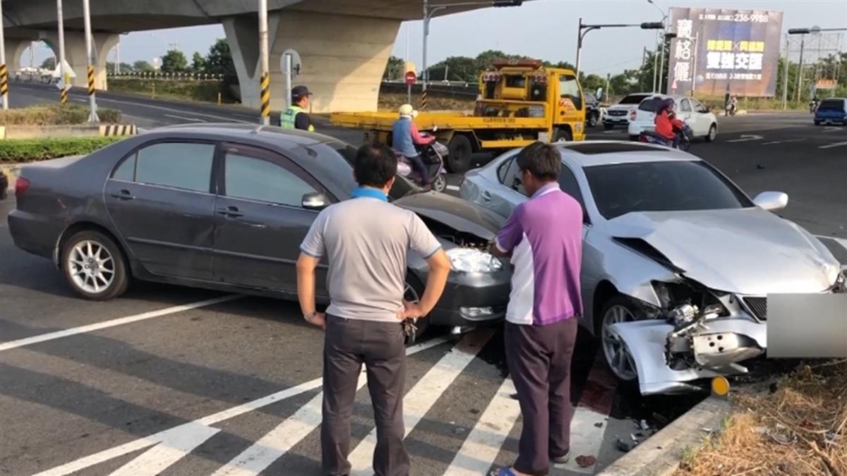 誰闖紅燈 ? 交流道下三車擦撞 兩駕駛人都說是綠燈