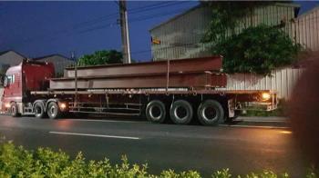 快訊/屏東死亡車禍!女騎士等紅燈 遭拖板車輾過慘死