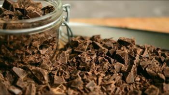 巧克力咬一口驚見「恐怖蛋白質」 他嚇發毛:難怪能量滿滿