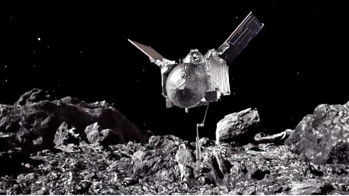 美國太空探測器與3.3億公里外的小行星「擊掌」