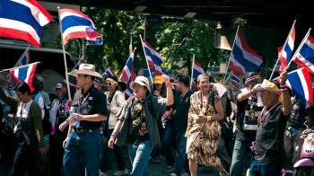 泰國抗議升溫!總理強硬拒下台  泰王緊急發聲卻無效