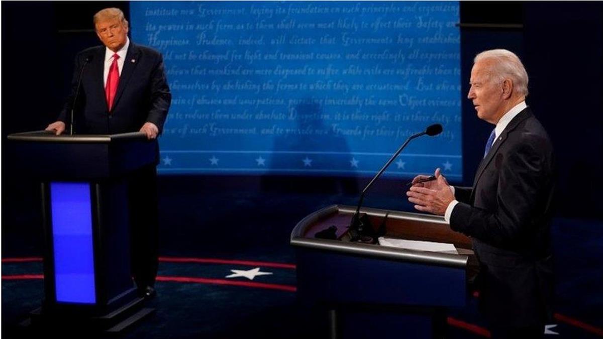 川普與拜登電視辯論中針鋒相對,新冠和中國成主導話題