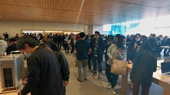 中國官方高調紀念抗美援朝 民間熱搶蘋果新機