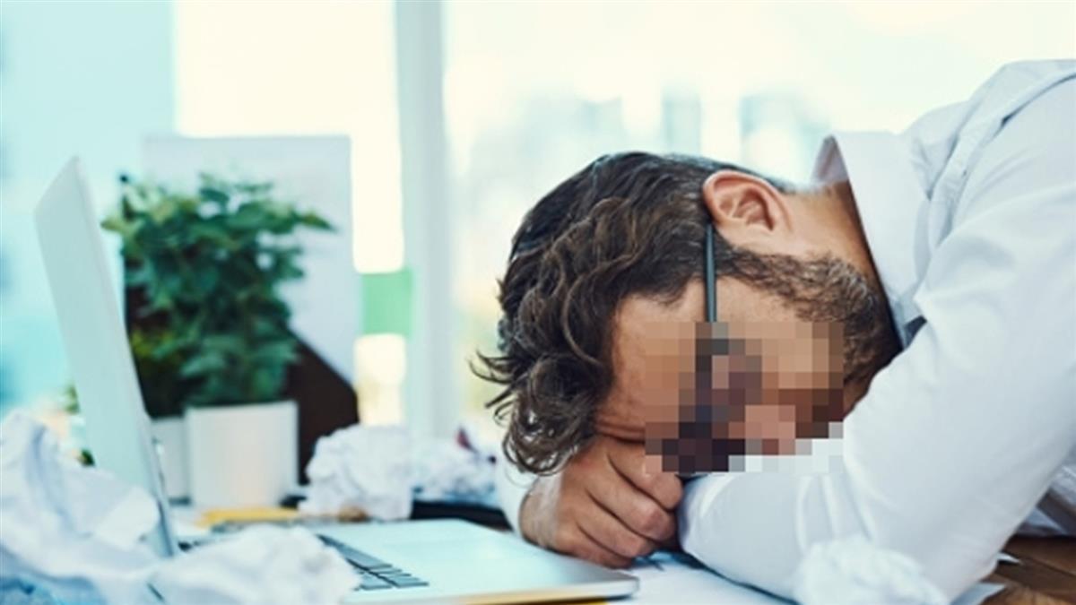 每天都好累!20歲博士生身上狂飄尿騷味 醫傻眼:要洗腎了