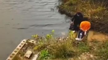 水庫旁綁鞋帶被推!女水中掙扎慘死 閨密壓頭畫面流出