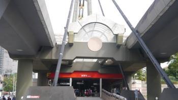 劍潭捷運站外搶30萬元 19歲男被判4年