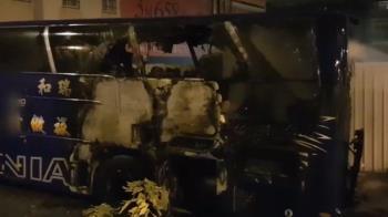 兒子養不起媽媽!台南翁放火燒遊覽車 向警哭訴:養子無用