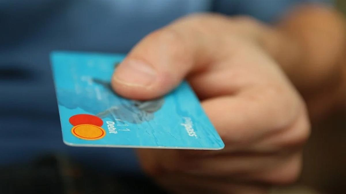 週年慶回饋多!女搬超神理財法求男友刷卡 網聽秒傻眼