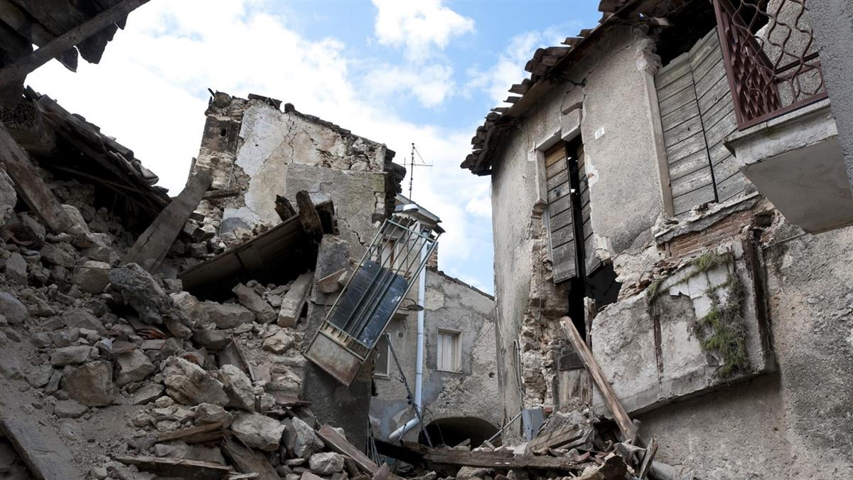 一家齊聚悼念親人!深夜房屋突倒塌 5女慘遭活埋亡