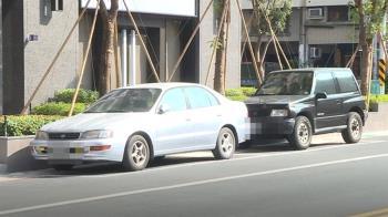 獨/整條街都收費 唯2格停車免錢 民眾控圖利特定人士