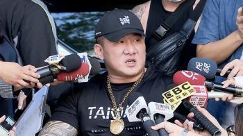 槍擊案後首度出庭 館長陳之漢靠輪椅代步