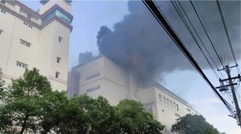 欣興電子工廠大火  7消防隊員遭化學物質噴濺