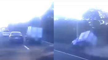 獨 / 國道硬切!百萬名車逼車害翻覆 貨車司機嚇壞:以為會死