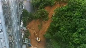 獨/山崩地塌近千戶屋臨危!居民:下雨地震就會怕