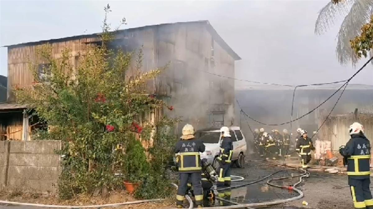 快訊/嘉義鐵皮工廠火警!濃煙直竄天際 男73%燒傷命危