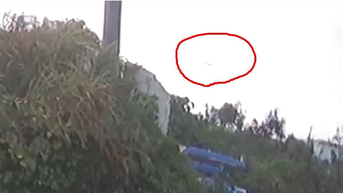 F-5E戰機最後身影!飛官朱冠甍努力拉抬機身 下秒消失鏡頭
