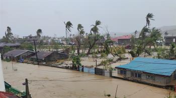 最強颱風天鵝侵襲菲律賓!40萬人撤離家園  10人不幸喪命