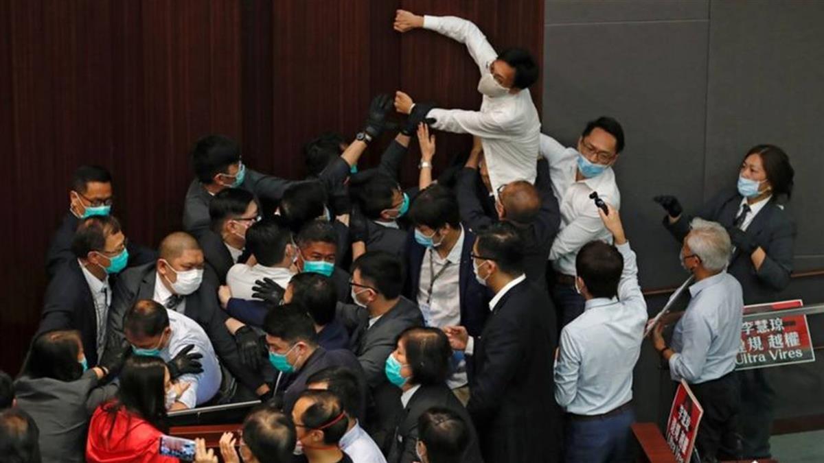 香港泛民主派議員被捕引發立法會「特權法」爭議