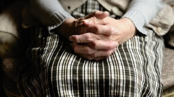 日睡2小時被羞辱!22歲孫女「毛巾塞嘴」殺死90歲阿嬷