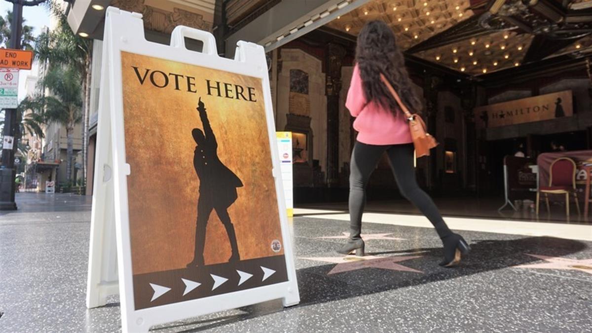 洛杉磯老劇院變投票所 精品大道封街防暴動