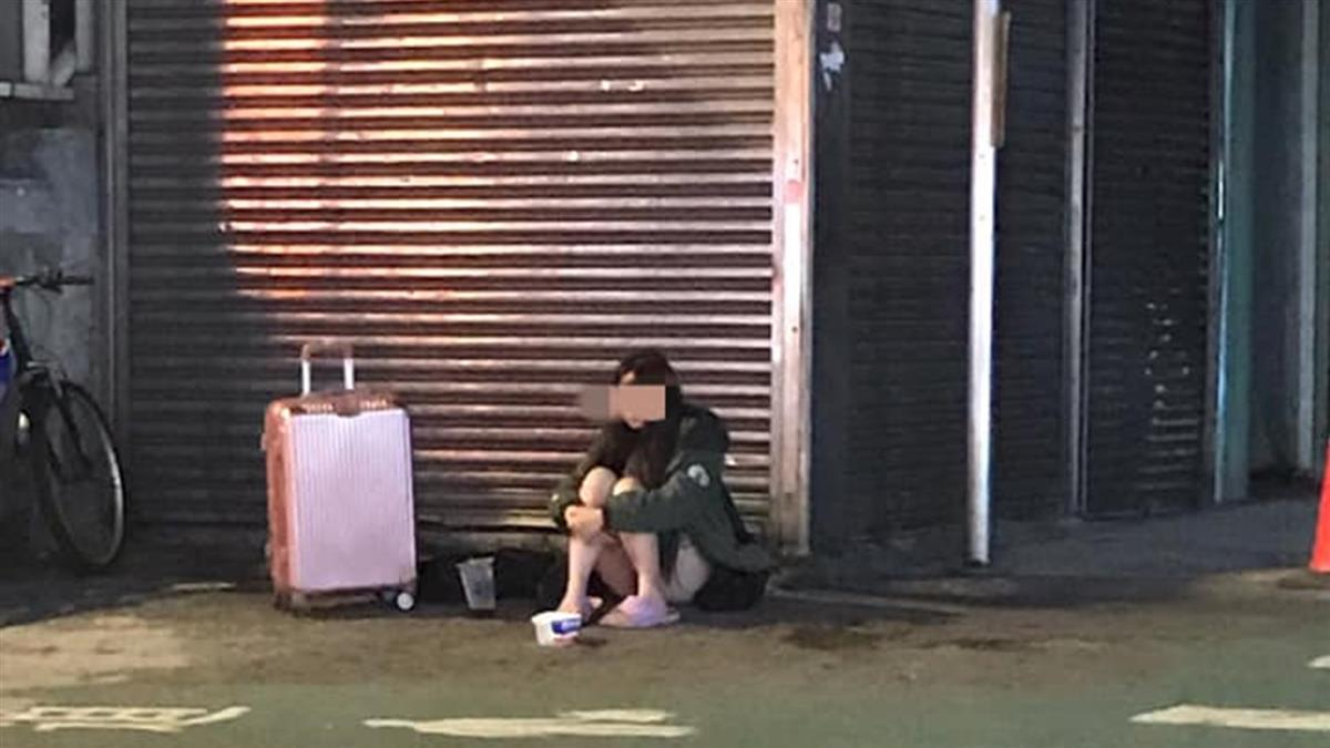 24歲短褲妹獨坐中壢車站!拖行李箱路邊乞討1年 身分曝光