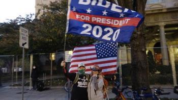 拜登有望勝出支持者笑了 不信川普能贏法律戰