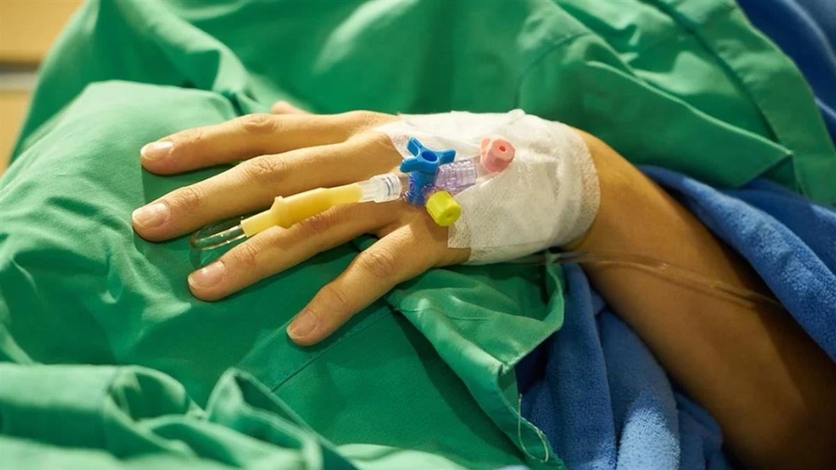 7歲男童瘦成皮包骨!被爸當人肉菸灰缸 雙手壞死恐截肢