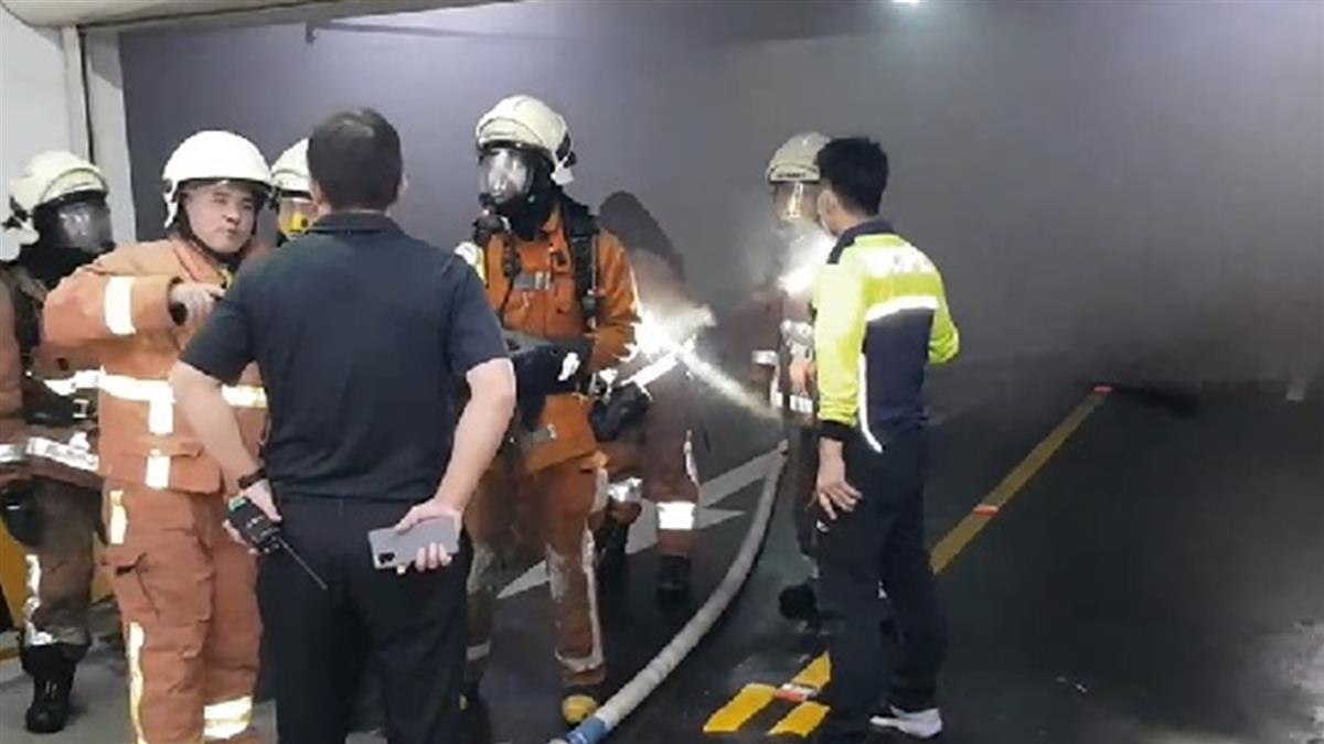 快訊/竹科地下室火燒車!車頭全毀濃煙狂竄 500人急疏散