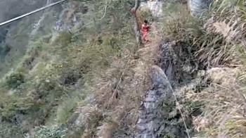 騎士夜闖中橫管制區!撞傷2人遭攔 下秒跳百米懸崖失蹤