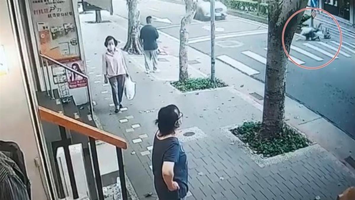 驚悚畫面曝!北市男亂丟垃圾遇稽查員 逃跑被車輾斃慘死