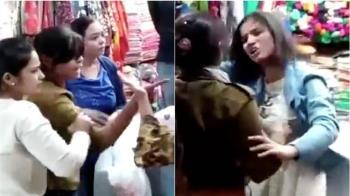 40歲婦被叫「阿姨」!當街狂扯19歲少女頭髮甩巴掌