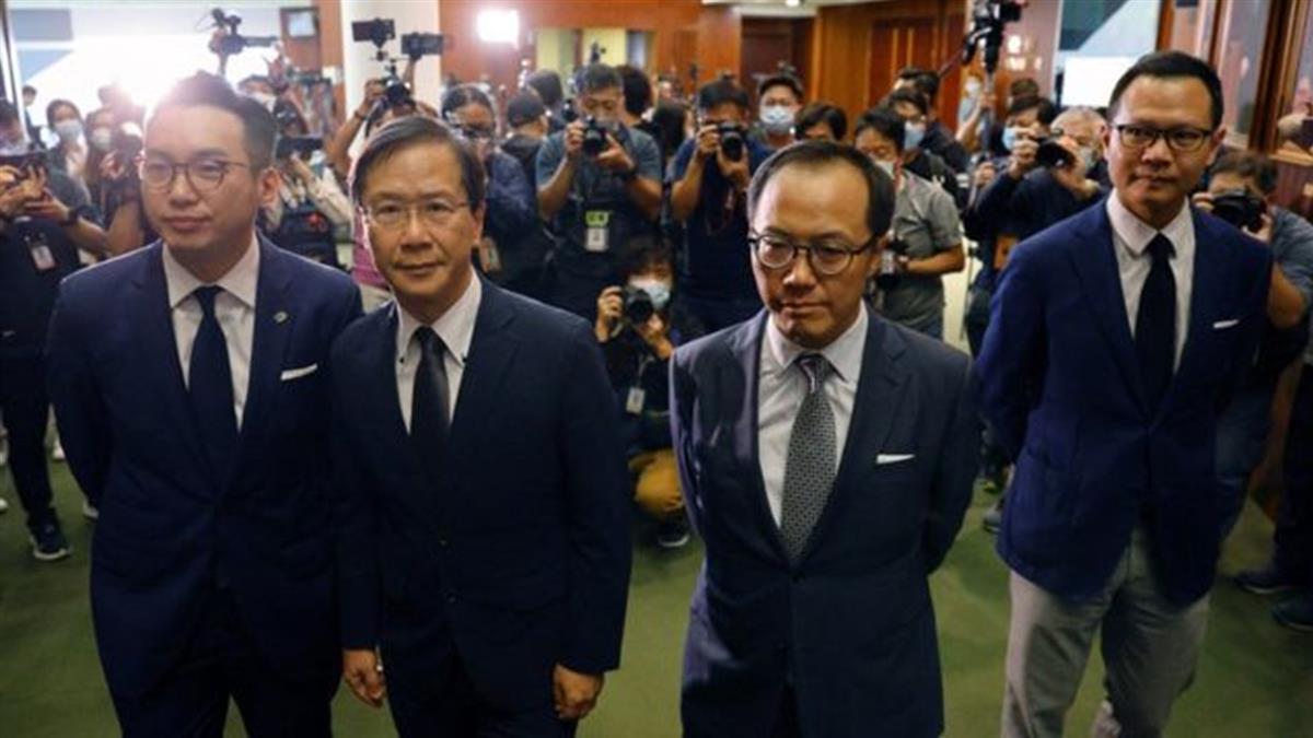 香港立法會:中國人大常委會決議打擊民主派 四議員即時撤職 民主派集體辭任抗議