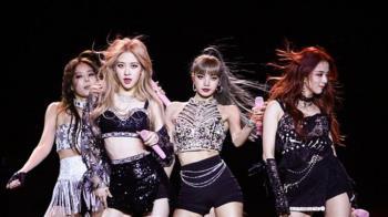 韓國女團BlackPink:成員帶妝、未戴手套撫摸熊貓幼崽引爭議
