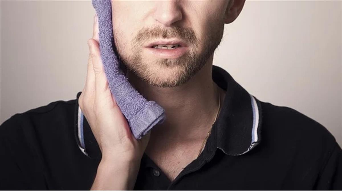 下巴抽痛拔四顆牙未改善!內視鏡檢查驚見「粉色大肉團」