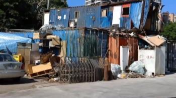 南港「地獄貨櫃屋」拆了!他月租3千跟20人擠 腿泡汙水腐爛
