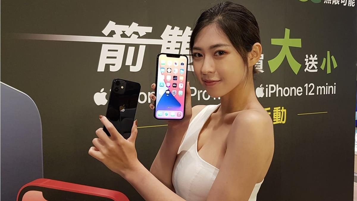iPhone12「買大送小」 頭香哥排70hr現省3.6萬:賺翻了