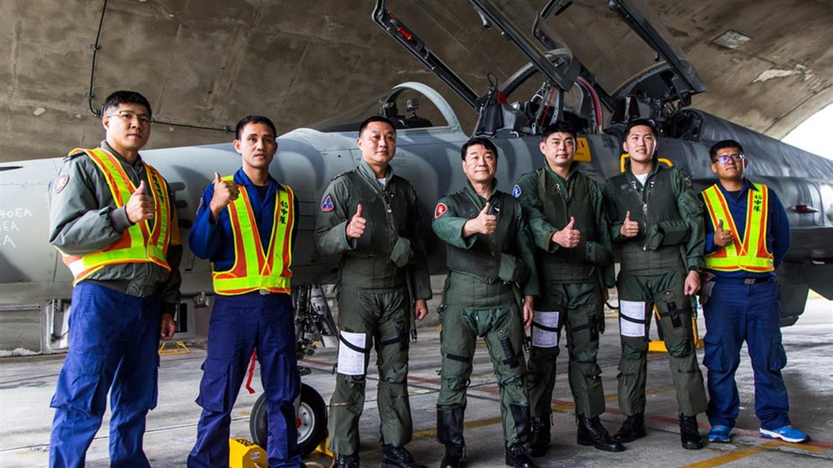 F-5復飛 空軍司令熊厚基上將首飛提振士氣