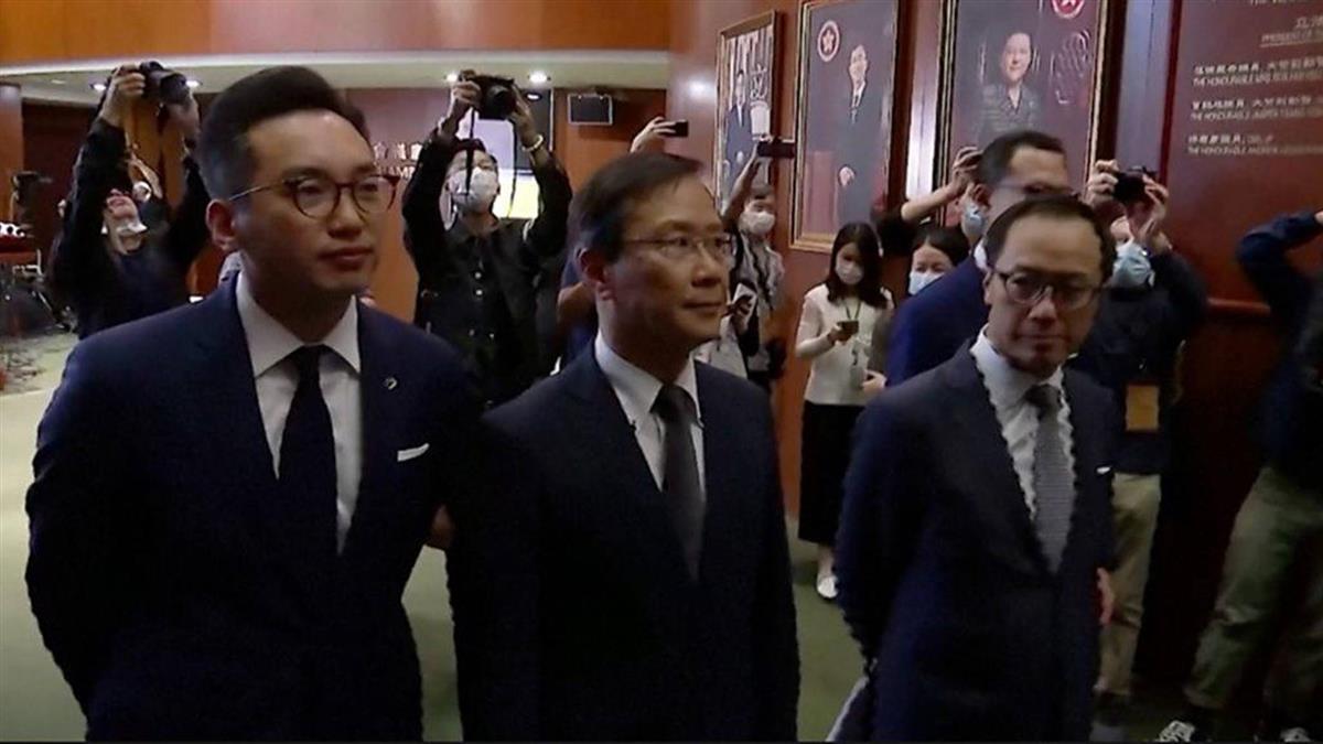 香港政府取消議員資格 泛民主派議員集體辭職抗議