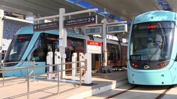 藍海線通車首日班班客滿 總人次估逾2萬5000人