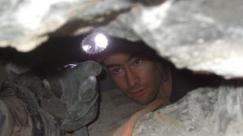 26歲醫大生爬44cm洞穴!全身卡住一天慘死 結果遭灌泥漿埋葬
