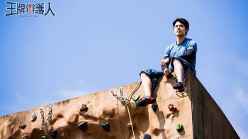 懼高症攀岩6層樓!胡宇威爬到手滑 腿軟登頂直呼「蠻爽的」
