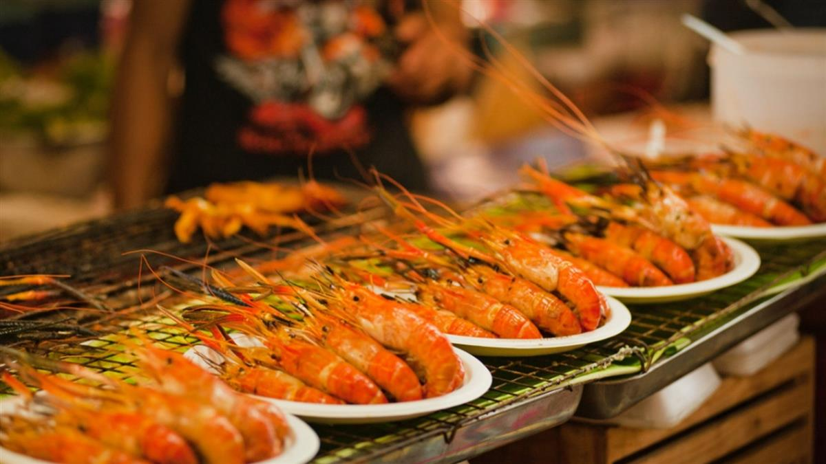 海洋系男吃到飽死不碰泰國蝦 她爽嗑2盤聽原因嚇軟