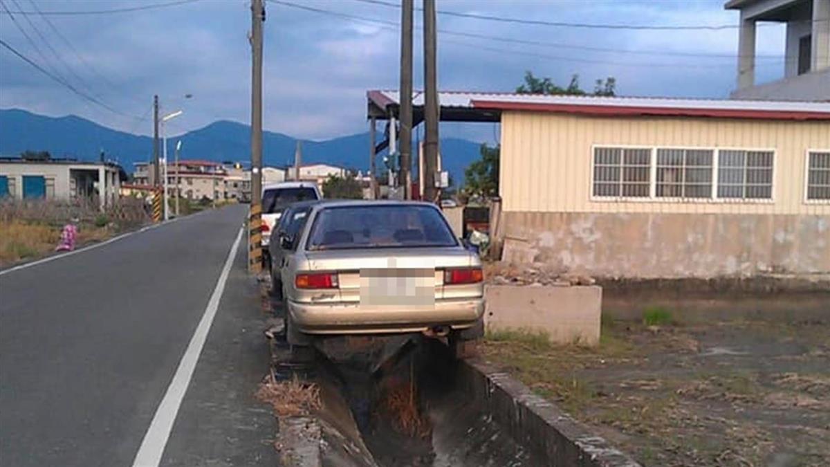 空間管理大師!美濃轎車懸空停水溝 超狂停法遭破解