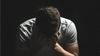 不滿判離婚!失婚男休庭約談判 法官突遭砍脖慘死
