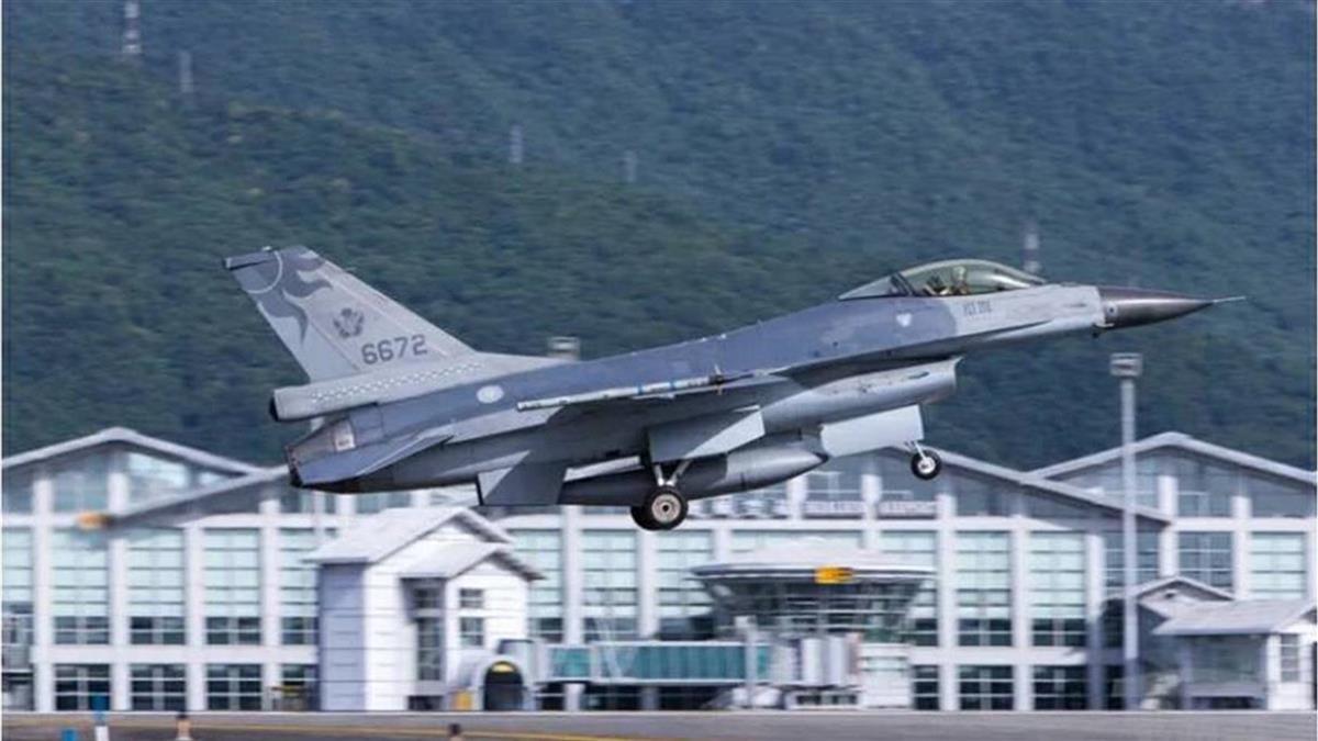 F-16飛官蔣正志起飛2分鐘失聯 空軍司令熊厚基急赴花蓮